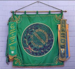 Kontakt mit uns: Wir hissen schon mal unsere Fahne!